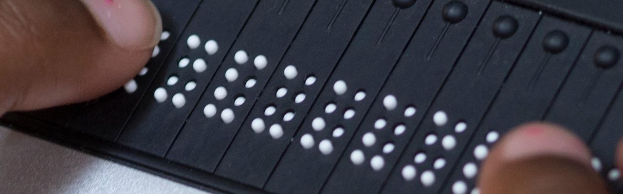 Close up Brailleleesregel