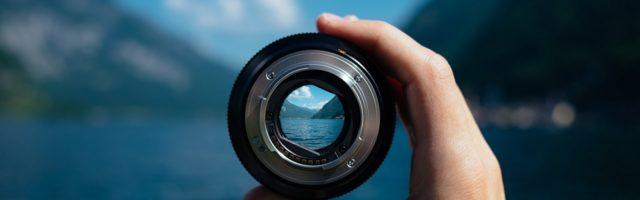 Kijken door een lens