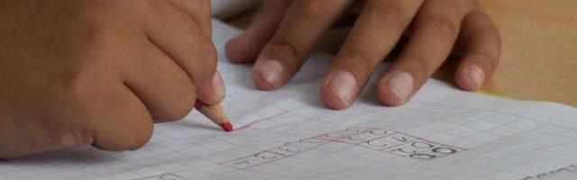 schrijvend kind