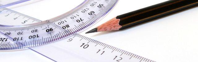 wiskunde geodriehoek en potlood